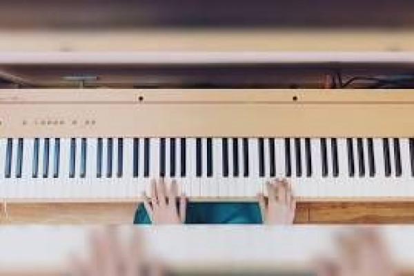 LỚP PIANO COVER
